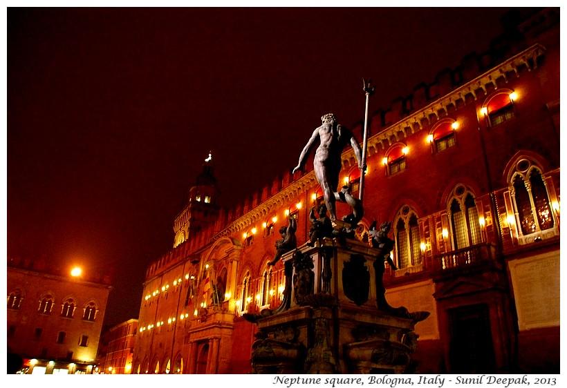 Piazza Maggiore, Neptune fountain, Bologna, Italy - Images by Sunil Deepak