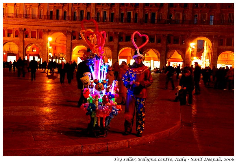 Night colours, Piazza Maggiore, Bologna, Italy - Images by Sunil Deepak