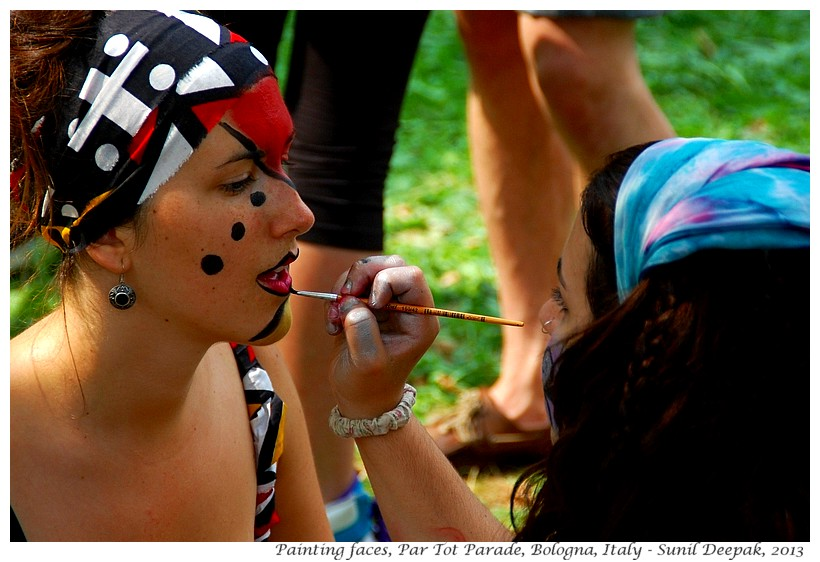 Painting faces, Par Tot parade, Bologna, Italy - Images by Sunil Deepak