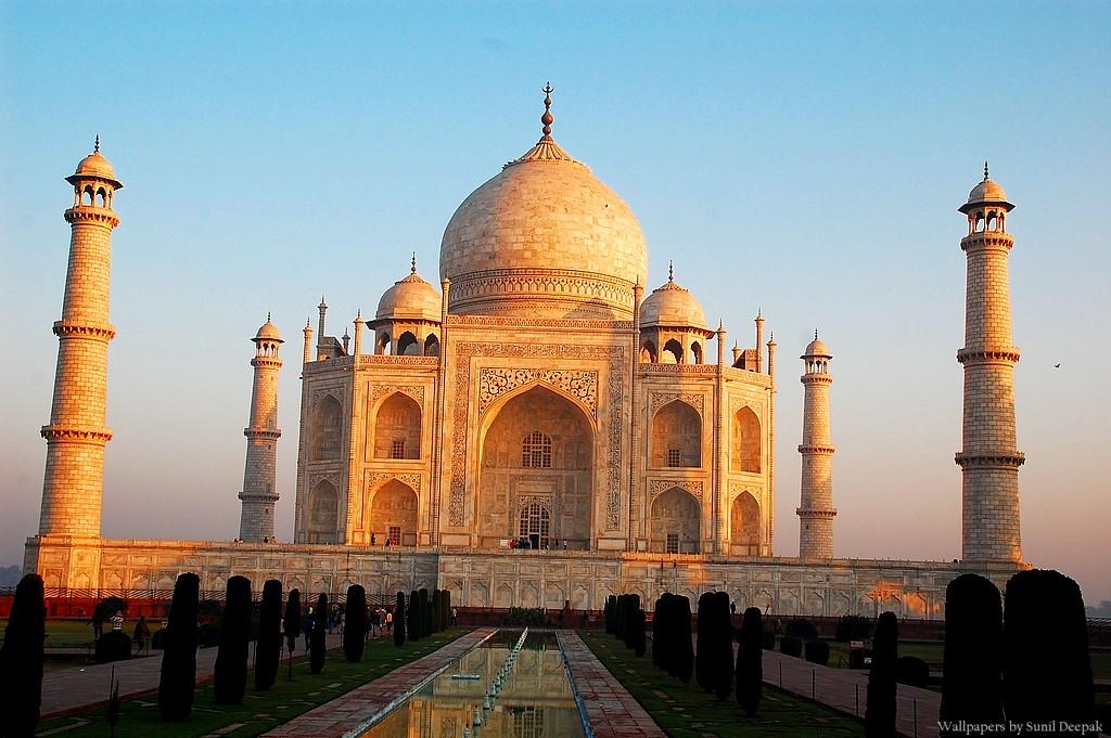 Taj Mahal Essay in Hindi-language