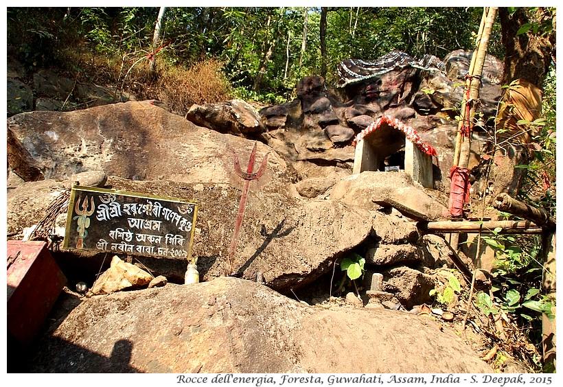 La roccia dell'energia, Assam India - Images by Sunil Deepak - templi di guwahati